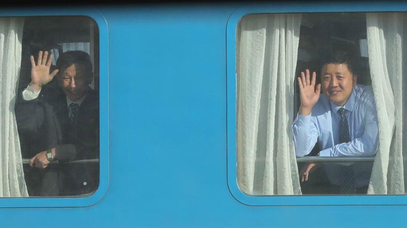 Coreias voltam a estar (simbolicamente) ligadas por estradas e comboios