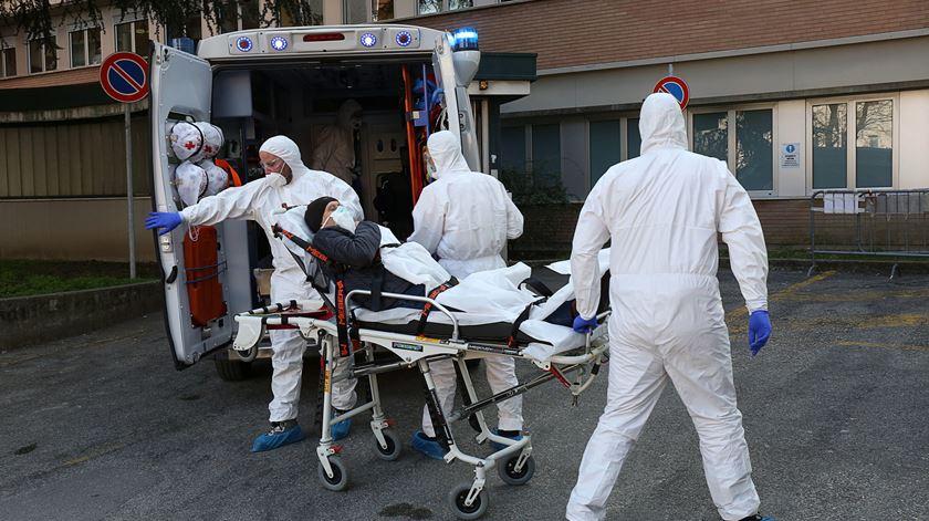 Coronavírus em Itália. Várias cidades encerram serviços e espaços públicos