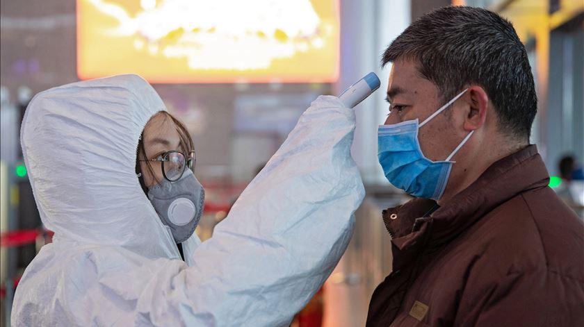 Coronavírus. Número de mortos na China continental ascende a 1.807