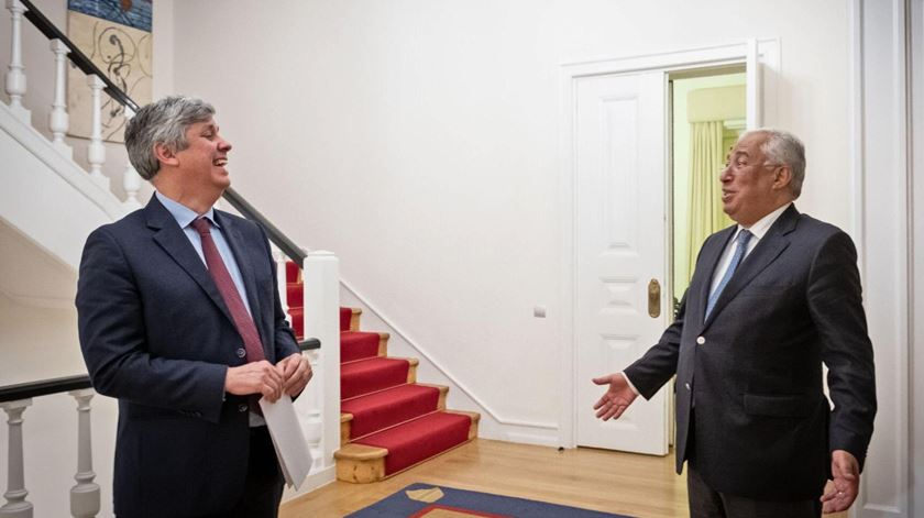 António Costa e o Mário Centeno reunidos em São Bento para discutir o polémico empréstimo de 850 milhões de euros ao Novo Banco. Foto: Clara Azevedo/Gabinete do Primeiro-Ministro