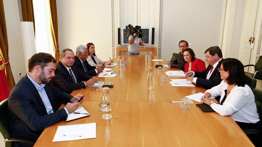 Reunião com parceiros sociais. Costa dá prioridade à política de rendimentos