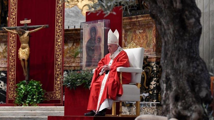 """Papa no Domingo de Ramos. Em tempos de pandemia, """"a vida mede-se pelo amor"""""""