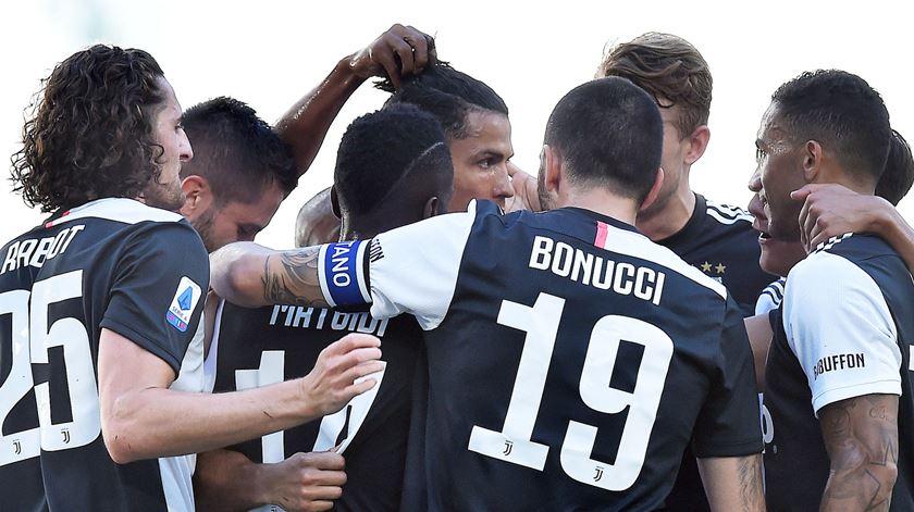 Cristiano Ronaldo estreia-se a marcar de livre pela Juventus, 43 tentativas depois