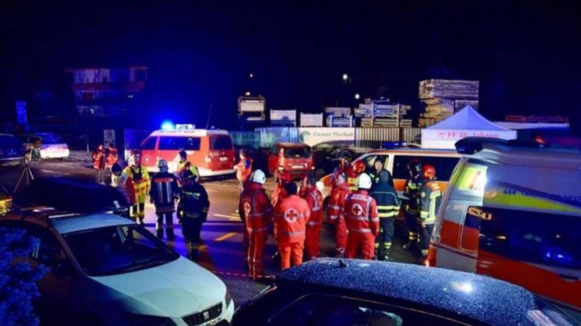 Condutor atinge grupo de turistas em Itália e mata seis