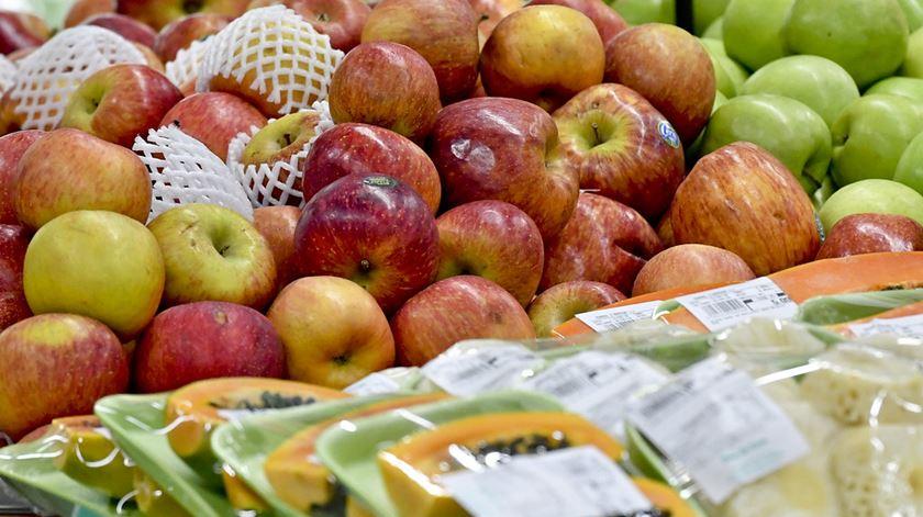 Consumidores denunciam plástico a mais nas embalagens dos produtos frescos