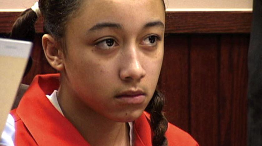 Condenada a prisão perpétua aos 16 anos por matar agressor, Cyntoia sai em liberdade