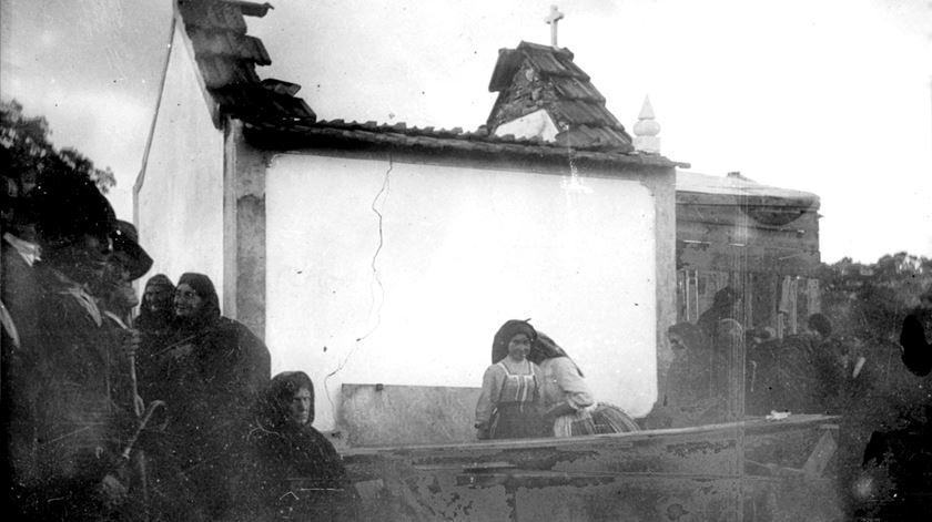 """""""Capela Mundi"""". Nova exposição evoca os 100 anos da Capelinha das Aparições"""