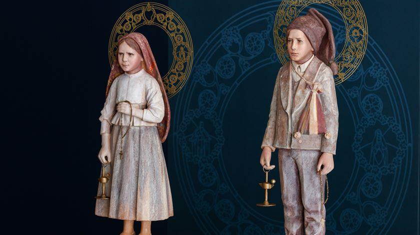 Esculturas de Santa Jacinta Marto e Santo Francisco Marto, por Sílvia Patricio, em madeira de cedro e latão fundido. Foto: Santuário de Fátima