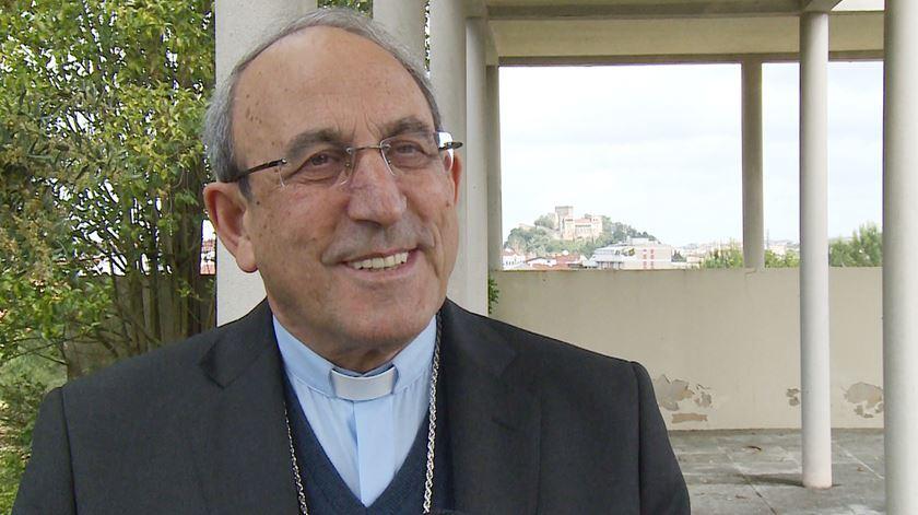D. António Marto felicita Aura Miguel por 100 viagens com três Papas