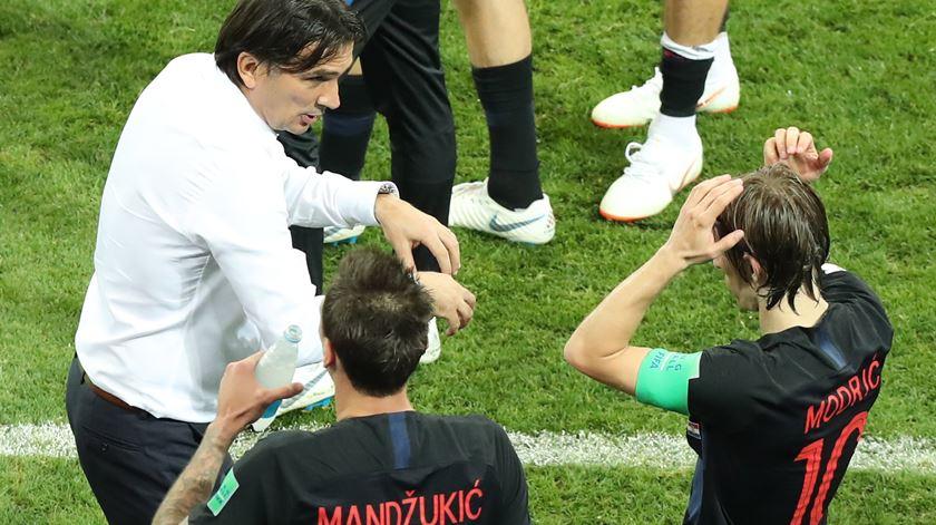 Seleção croata volta a vencer uma decisão por penalidades, depois de eliminar a Dinamarca da mesma forma nos oitavos-de-final. Foto: Khaled Elfiqi/EPA
