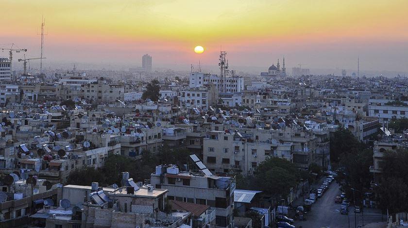 Este domingo há eleições legislativas na Síria, mas só nas áreas controladas por Damasco