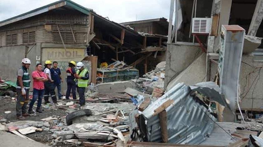 Sismo nas Filipinas mata pelo menos quatro pessoas