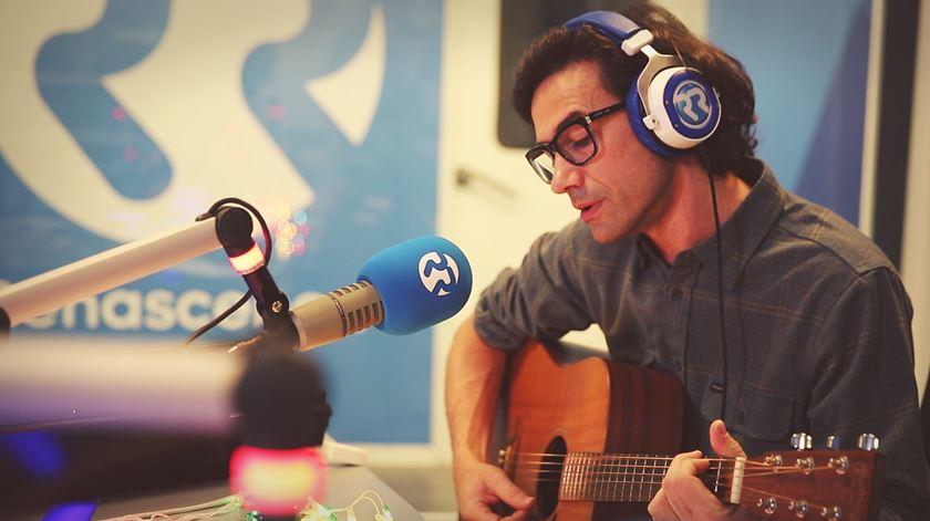 """David Fonseca e o novo single """"Get Up"""": um presente """"embrulhado"""" num acústico especial"""