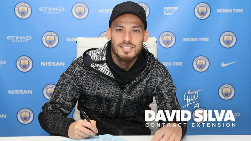 David Silva deixa o Manchester City no final da próxima temporada