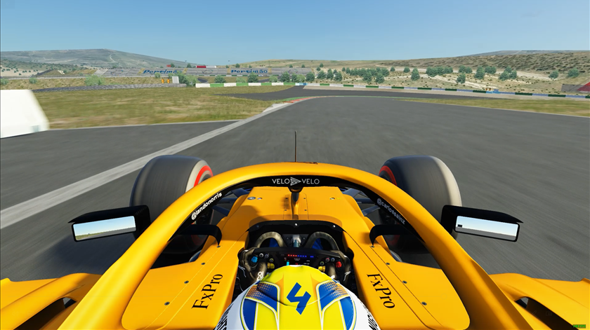 Uma volta ao volante de um Fórmula 1 no circuito de Portimão