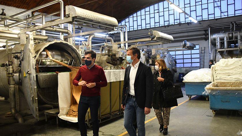 De visita à empresa, presidente da Câmara de Famalicão destaca a capacidade visionária dos empresários do concelho. Foto: DR