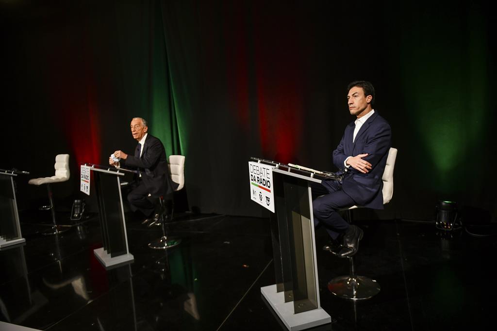 Marcelo Rebelo de Sousa e Tiago Mayan Gonçalves no debate das rádios. Foto: Pedro Pina/RTP