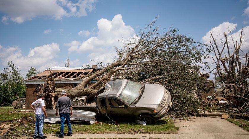 Estados Unidos atingidos por mais de 500 tornados num mês