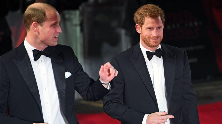 Os príncipes William e Harry, netos de Isabel II. Foto: Facundo Arrizabalaga/EPA