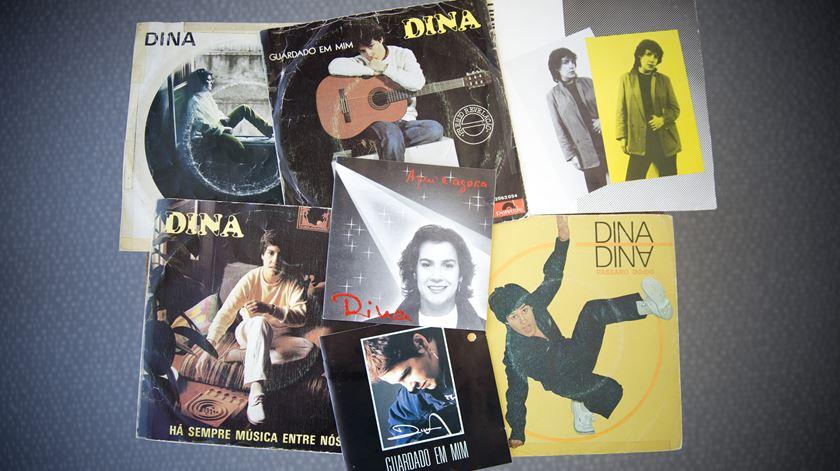 Álbuns da cantora Dina (arquivo Renascença). Foto: Inês Rocha/RR