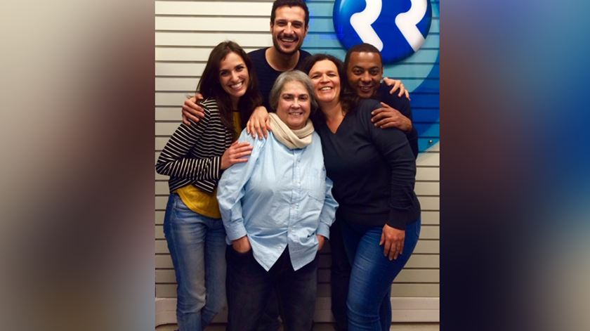 Dina esteve na Manhã da Renascença em 2016. Com os locutores Miriam Gonçalves, Renato Duarte, Dina Isabel e Óscar Daniel Foto: RR