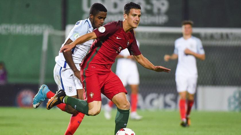 Dalot feliz por regressar a Portugal para representar a seleção sub-20