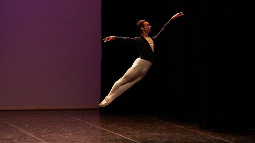 """Diogo Oliveira. O """"miúdo do ballet"""" que chegou à Ópera de Paris"""