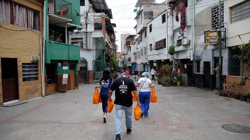 Na Venezuela o povo já não confia no Governo nem nos números do coronavírus. Foto: Manuare Quintero/Reuters