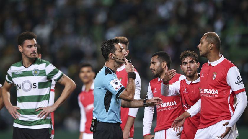 """Sporting de Braga não poupa críticas. """"Será que não há mais árbitros?"""""""