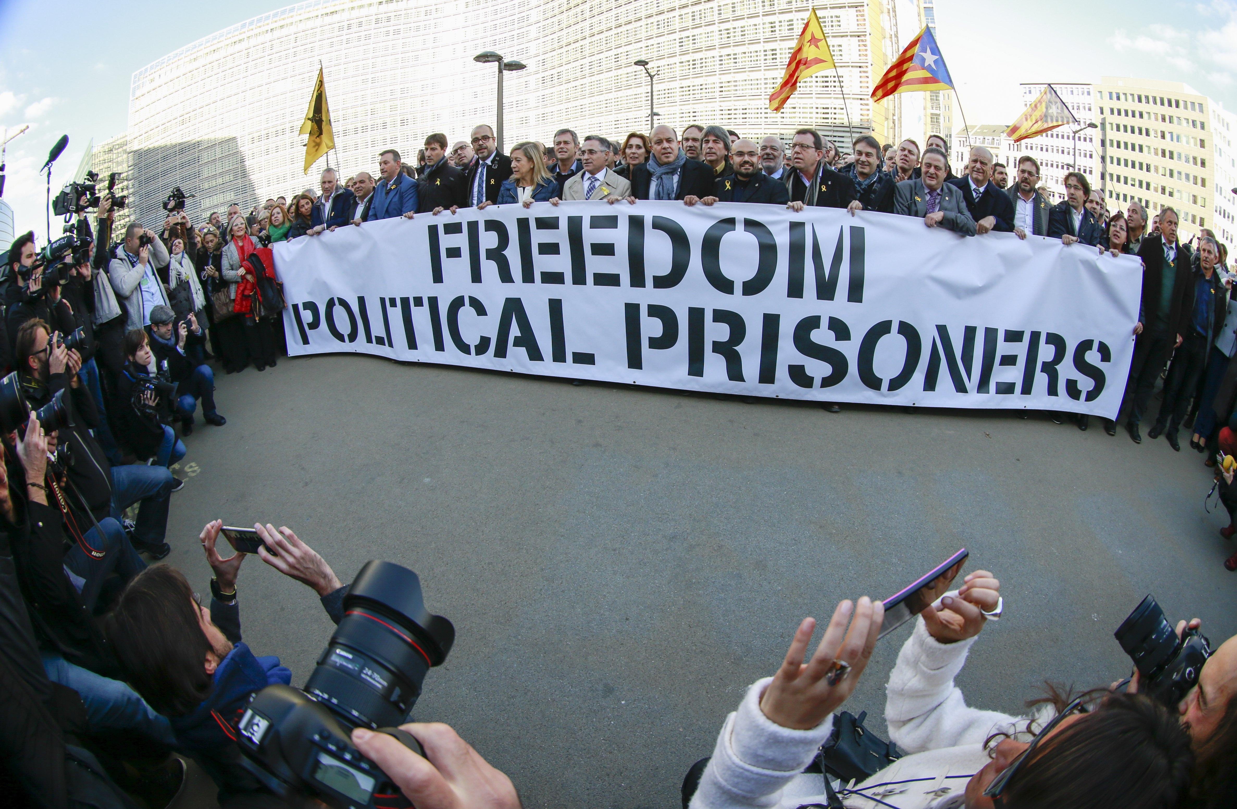 Histórico da independência catalã deixa liderança do seu partido