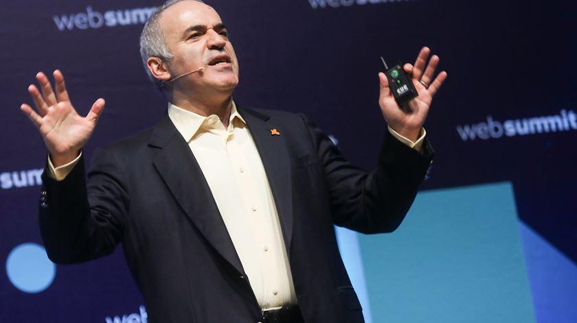 """Kasparov critica passividade do Ocidente. """"Putin nunca teria ido tão longe com Churchill"""""""