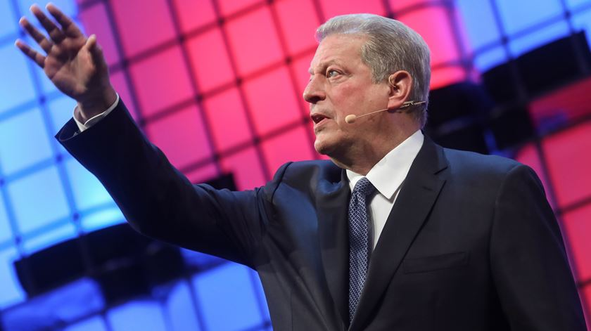 Duas setas de Al Gore e uma de Marcelo. Alvo: Trump