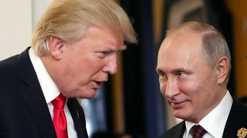 """O Presidente americano acusou a Rússia de não """"honrar"""" o Tratado sobre Forças Nucleares de Alcance Intermédio. Foto: Mikhail Klimentyev/EPA"""
