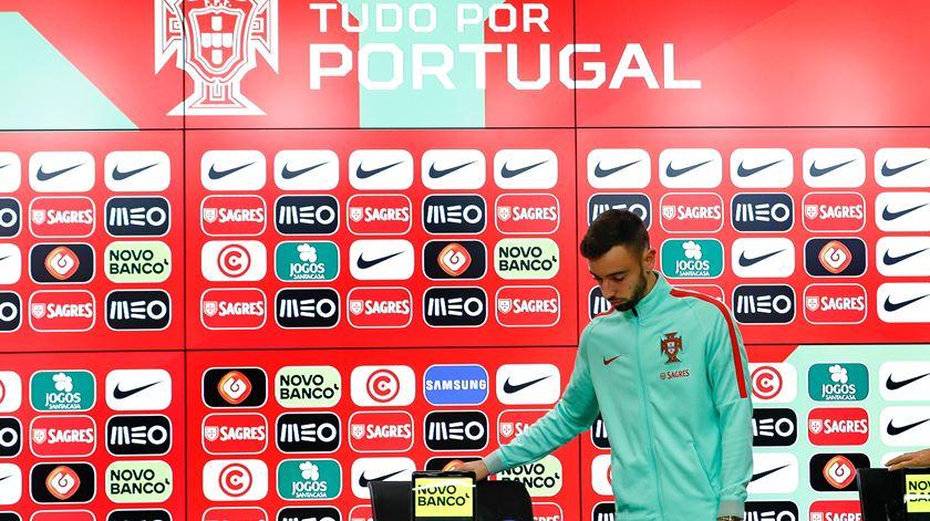 """Bruno Fernandes quer dar """"dores de cabeça"""" a Fernando Santos"""