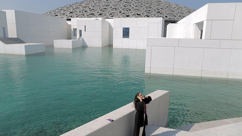 Museu do Louvre em Abu Dhabi já abriu ao público