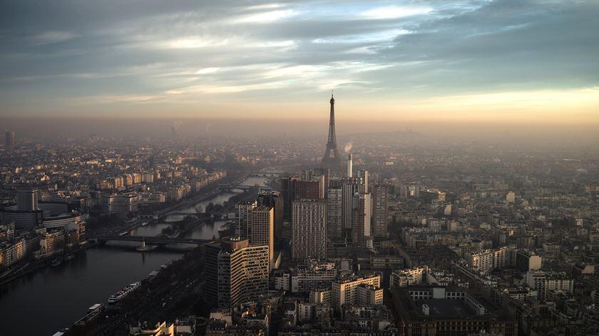 Vento forte obriga ao encerramento da Torre Eiffel