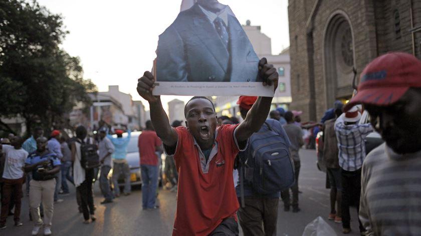 Zimbabué. O futuro mantém-se incerto, mas hoje o dia foi de festa