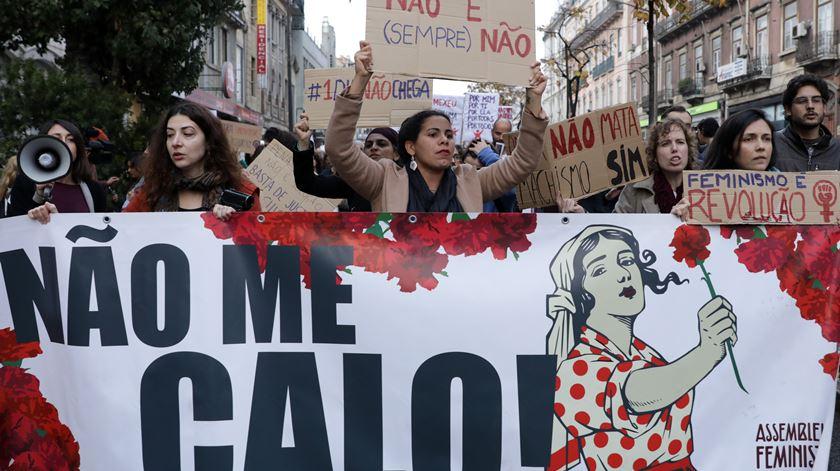 """Marcha para que """"nem mais uma"""" mulher seja vítima de violência doméstica"""