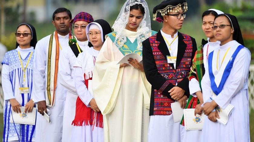 """A Cruz como """"GPS espiritual"""". Papa celebra missa em Myanmar"""