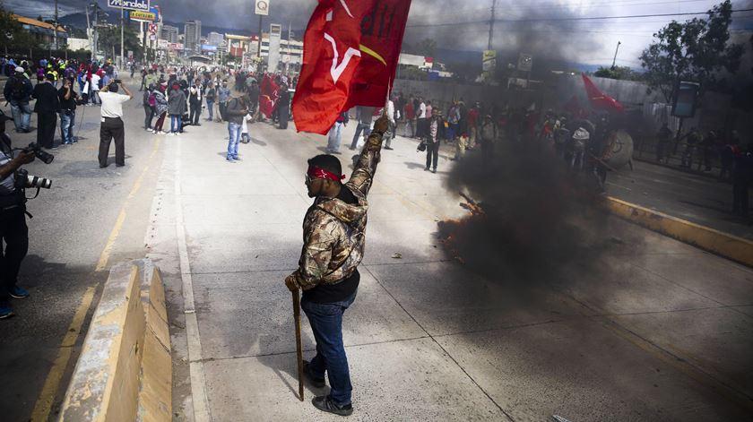 Honduras em estado de excepção. Três mortos numa semana de violentos protestos