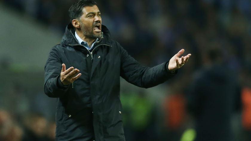 """""""Em cinco dias, são quatro pontos."""" Sérgio Conceição pede por arbitragem """"mais clara"""""""