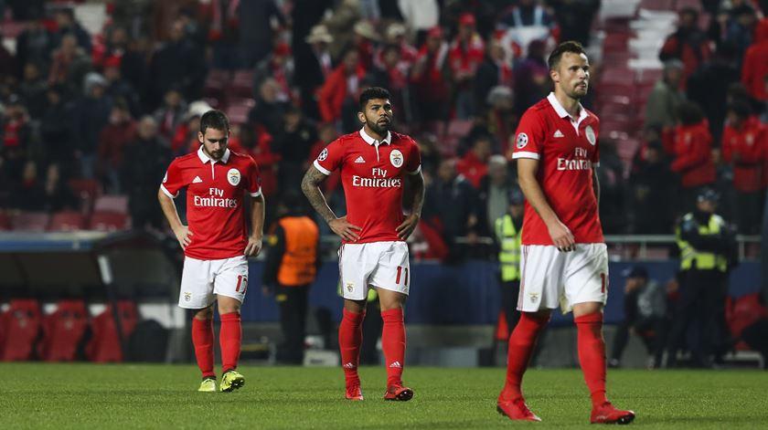Benfica. Mais uma derrota na despedida da Europa