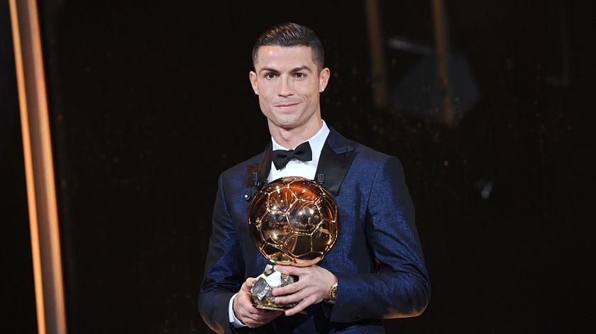 Uma, duas, três, quatro, cinco Bolas de Ouro para Ronaldo. Foto: EPA