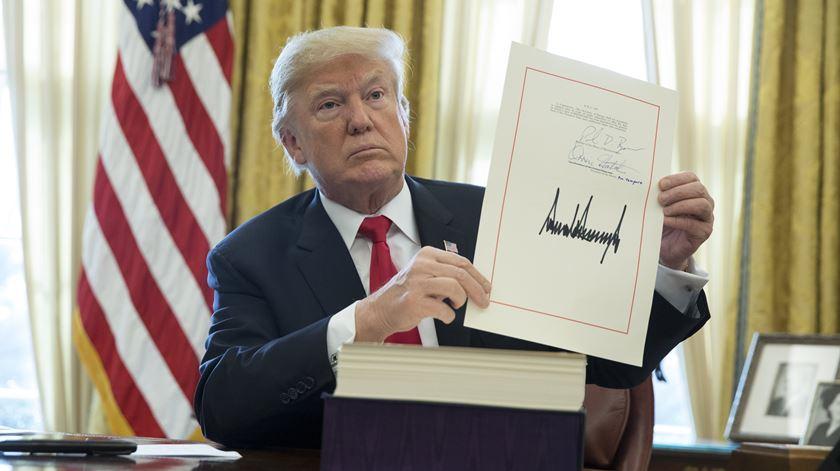 EUA. Trump promulga reforma fiscal