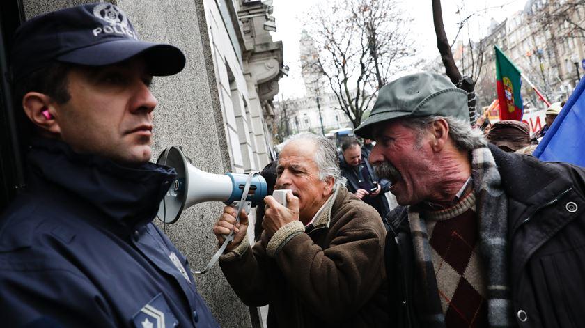 """Lesados do BES acusam: """"Novo Banco, o ladrão das minhas poupanças"""""""