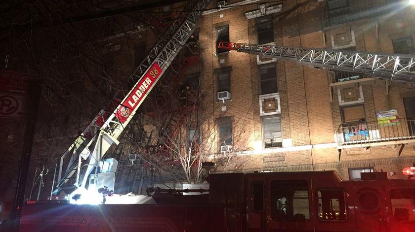 Incêndio em Nova Iorque faz 12 mortos