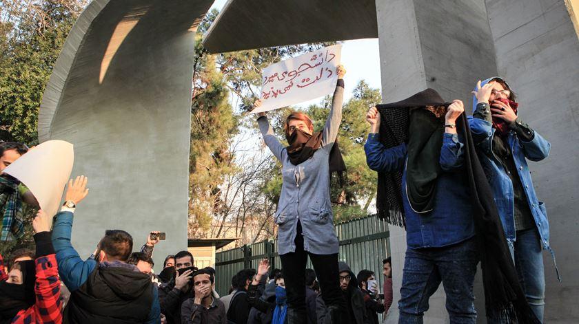 """Trump defende que """"é tempo de mudança no Irão"""""""