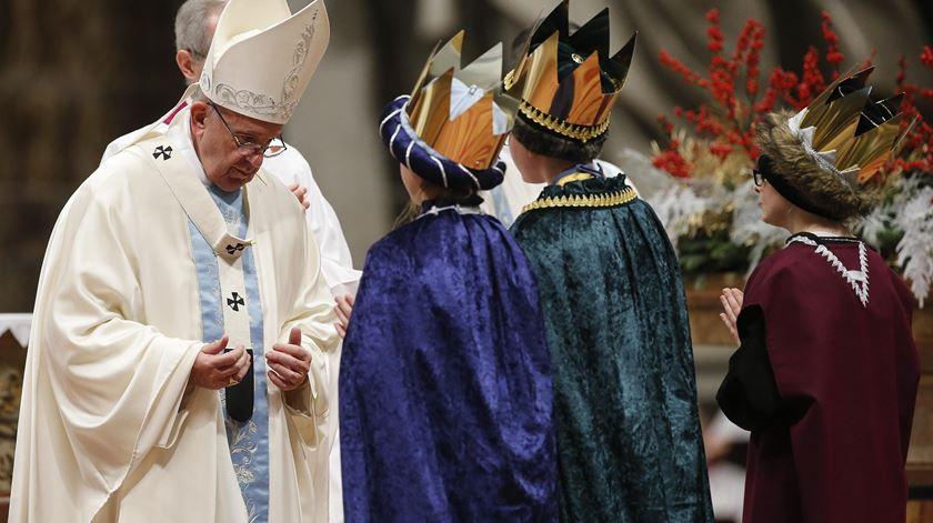 Papa lembra exemplo de Maria na primeira homilia do ano