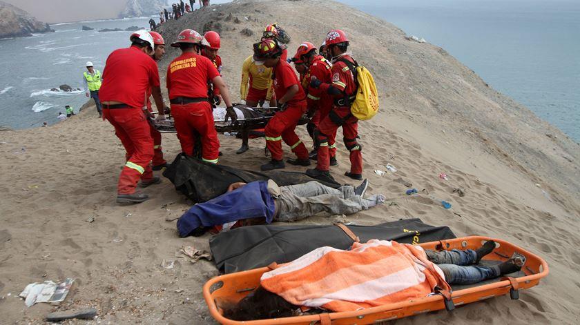 Queda de autocarro no Peru faz 48 mortos