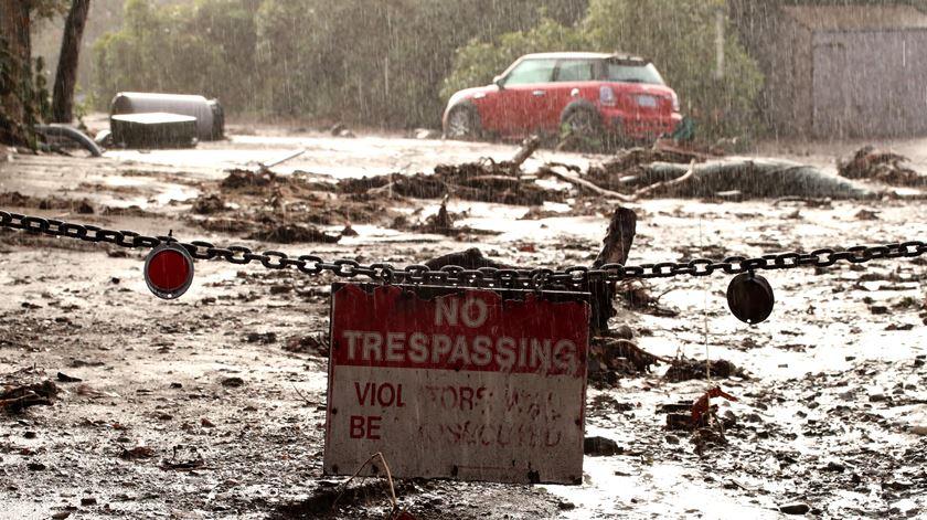 Depois dos incêndios, Califórnia enfrenta cheias e deslizamentos de terras
